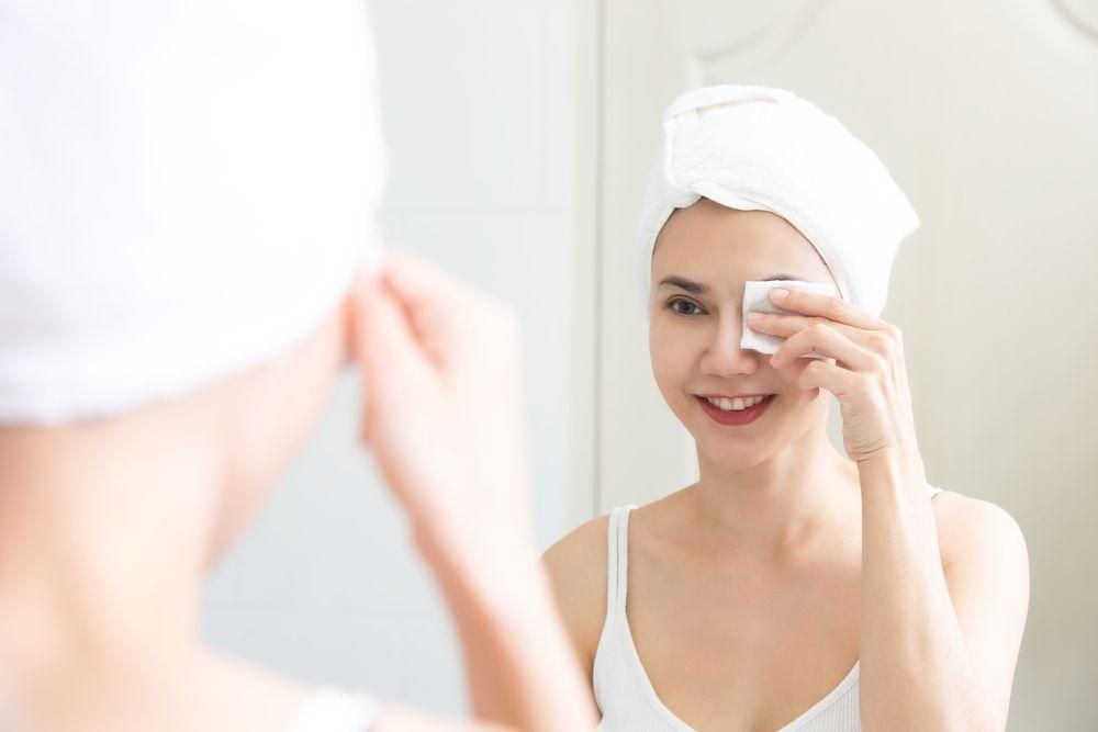 Guide to Eye Makeup Remover